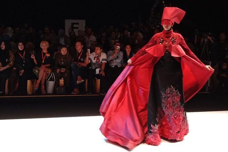 Fashion highlight yang ditampilkan pada acara pembukaan Muslim Fashion Festival 2018 di Jakarta Convention Center, Kamis (19/4/2018).
