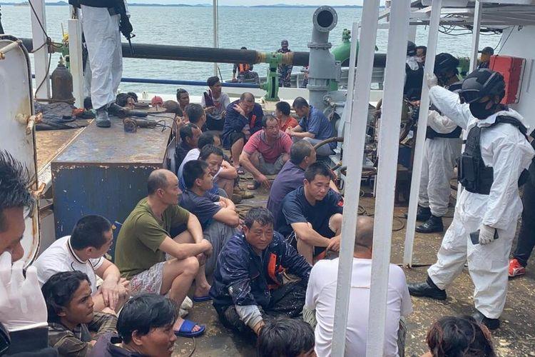 Total seluruhnya ada 22 WNI yang dipekerjakan dari dua kapal nelayan berbendera China, yakni Lu Huang Yuan Yu 117 dan Lu Huang Yuan Yu 118.