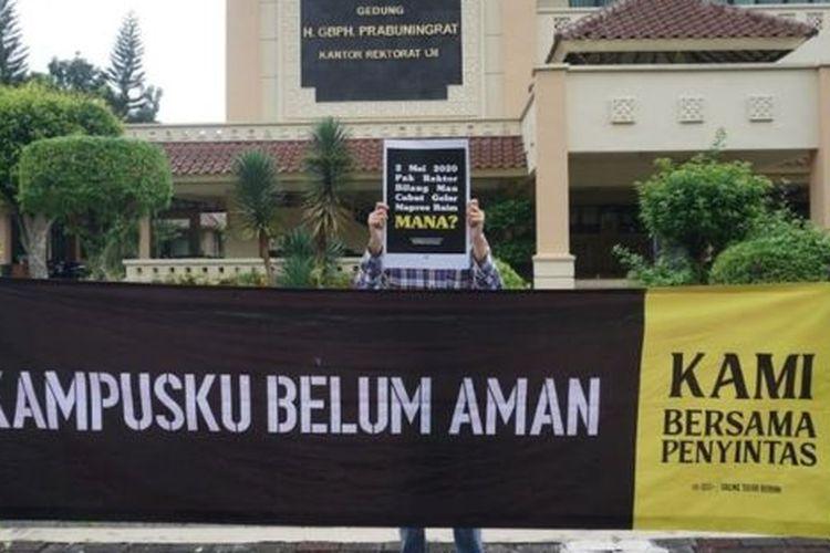 Gerakan mahasiswa UII Bergerak mendesak kampus untuk transparan dalam menangani kasus dugaan kekerasaan seksual yang dialami IM