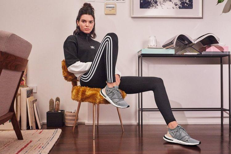 Kendall Jenner dalam kampanye iklan terbaru Adidas seri Arkyn.