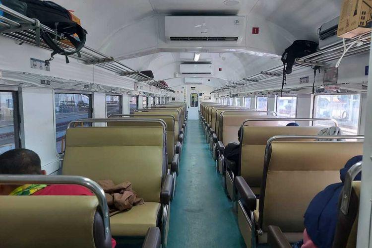 Suasana gerbong Kereta Api Logawa tujuan Purwokerto-Madiun-Jember