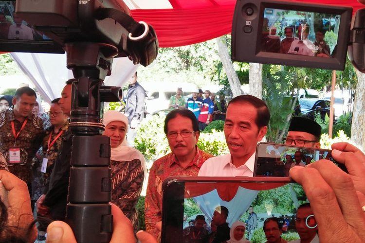 Presiden Joko Widodo (Jokowi) usai acara pembagian sertifikat di GOR Tri Dharma, Gresik, Jawa Timur, Kamis (20/6/2018).