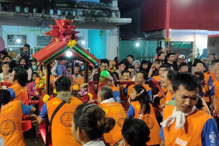 Kepadatan pengunjung di Bogor Street Festival Cap Go Meh 2020 hingga malam hari, Sabtu (8/2/2020).