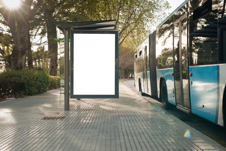 Desain halte bus harus mengakomodasi seluruh kalangan, termasuk warga yang memiliki keterbatasan.