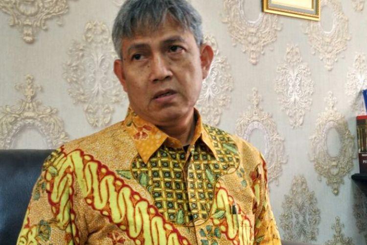 Komisioner KPU DKI Jakarta Moch Sidik di ruang kerjanya di Kantor KPU DKI, Jalan Salemba Raya, Jakarta Pusat, Jumat (24/3/2017).
