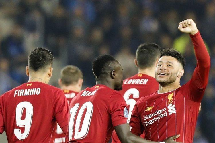 Alex Oxlade-Chamberlain merayakan golnya pada pertandingan Genk vs Liverpool dalam lanjutan Liga Champions di Luminus Arena, 23 Oktober 2019.