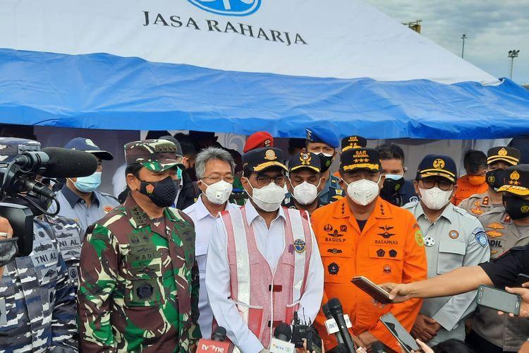 Menteri Perhubungan Budi Karya, Panglima TNI Marsekal Hadi Tjahjanto, Wakil KSAL Laksda TNI Ahmadi Heri di JITC 2, Minggu (10/1/2021)