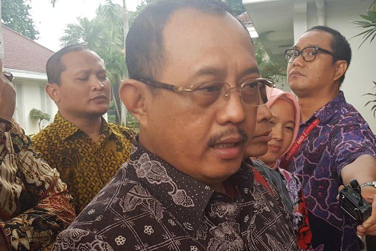 Ketua Adeksi Armudji usai bertemu Wakil Presiden Maruf Amin di Istana Wapres, Jalan Medan Merdeka Selatan, Jakarta Pusat, Jumat (14/2/2020).