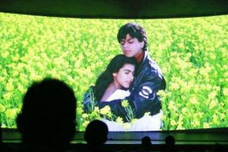 Shah Rukh Khan dan Kajol dalam film Dilwale Dulhania Le Jayenge