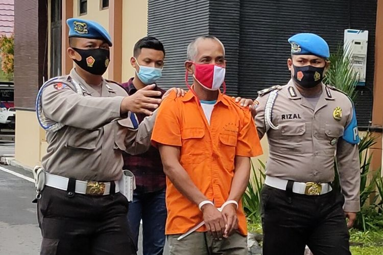 Reskrim Polres Kulon Progo menangkap seorang buruh yang memperkosa tetangganya sendiri di Pedukuhan Gunung Gempal, Kalurahan Giripeni, Kulon Progo, Daerah Istimewa Yogyakarta. Korban perempuan penyandang retardasi mental.