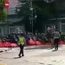 Pengendara Motor Nekat Terobos Blokade Jalan, Ini Penjelasan Dishub Kota Bandung