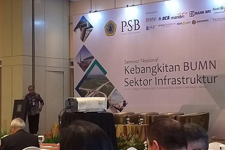 Deputi Bidang Restrukturisasi dan Pengembangan Usaha Kementerian BUMN, Aloysius Kiik Ro saat membuka acara seminar nasional Kebangkita BUMN Sektor Infrastruktur di Jakarta, Selasa (19/2/2019).