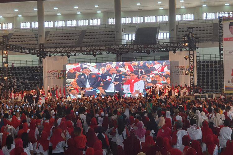 Calon presiden nomor urut 01 Joko Widodo menghadiri deklarasi dukungan alumni perguruan tinggi se-Sumatera Utara di Gedung Serbaguna Medan, Sabtu (16/3/2019). Dalam kesempatan itu, Jokowi memperkenalkan menantunya yang juga putra asli Medan, Bobby Nasution.