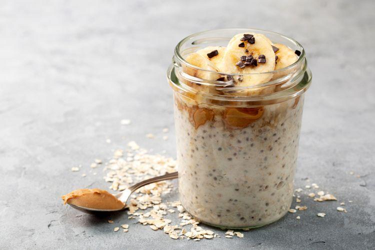 Ilustrasi overnight oatmeal.