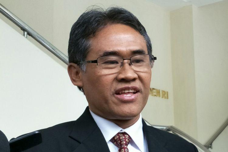 Rektor Universitas Gadjah Mada, Panut Mulyono ketika ditemui di Kantor Wakil Presiden RI, Jakarta, Kamis (12/4/2018).