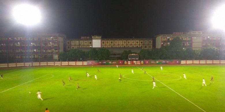 Suasana pertandingan Persija kontra timnas U-23 Korea Selatan di Stadion PTIK, Jakarta Selatan, Kamis (21/6/2018).