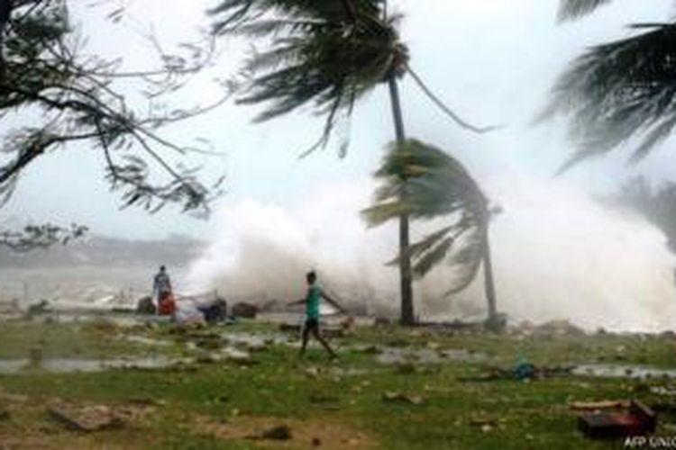 Badai Pam menerjang Vanuatu di Samudera Pasifik, Sabtu (14/3/2015).