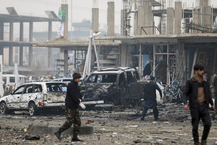 Lokasi terjadinya ledakan bom mobil di Kabul, ibu kota Afghanistan, Minggu (20/12/2020). Ledakan ini menewaskan setidaknya 8 orang dan melukai lebih dari 15 lainnya.