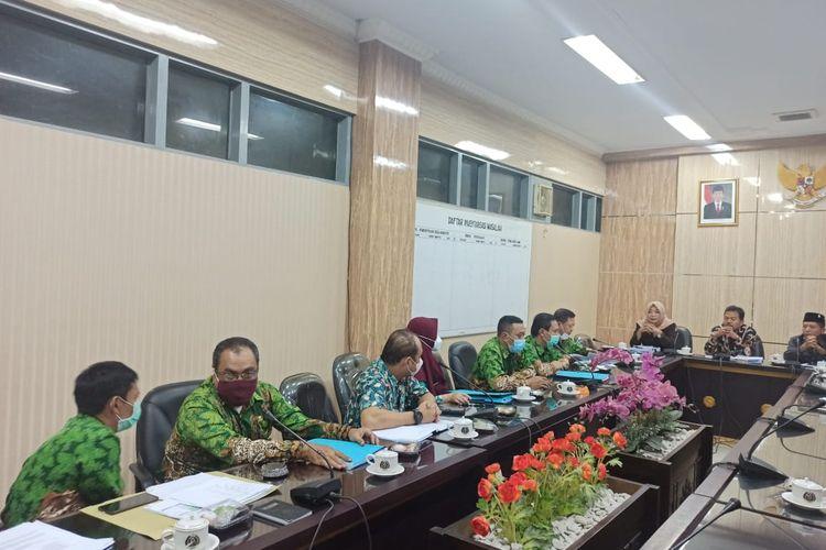 Rapat dengar pendapat komisi A DPRD Jember dengan BKPSDM Jember Selasa (9/3/2021) membahas rekrutmen CPNS