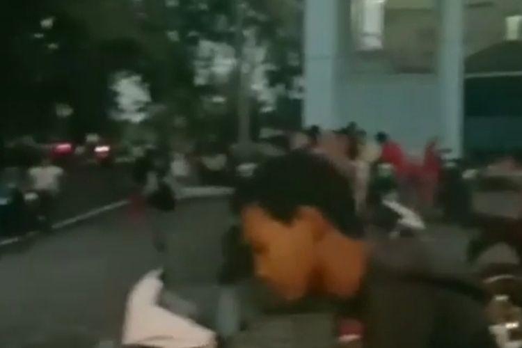 Ratusan warga mengamankan diri ke tempat lebih tinggi, tepatnya kampus Universitas Bengkulu, khawatir tsunami pascagempa Bengkulu M 6,9 pada Rabu (19/08/2020) sekitar pukul 5 pagi.