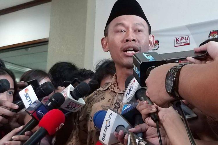 Komisioner KPU Pramono Ubaid Tanthowi di kantor KPU, Menteng, Jakarta Pusat
