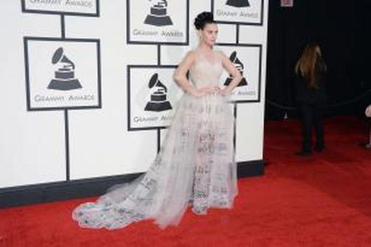 Katy Perry hadir di karpet merah Grammy Awards 2014 di Staples Center, Los Angeles, California, AS, Minggu (26/1/2014) waktu setempat. Ia mengenakan gaun karya perancang fashion Valentino.