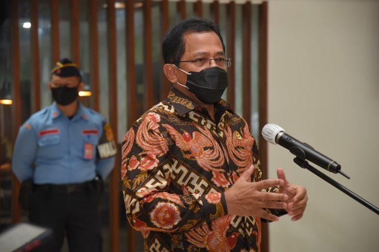 Sekretaris Jenderal (Sekjen) Dewan Perwakilan Rakyat (DPR) Indra Iskandar memastikan pelaksanaan vaksinasi di lingkungan DPR dijalankan secara tertib dan sesuai protokol kesehatan (prokes).