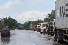 [VIDEO] Hari Kedua Jalan Cakung-Cilincing Terendam Banjir