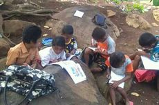Sekolah Ambruk Dihantam Angin, Murid Belajar di Bawah Pohon, Batu Jadi Meja