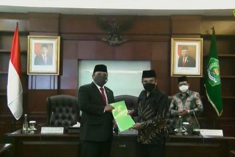 Fachrul Razi Serahkan Jabatan Menteri Agama Ke Yaqut Cholil Qoumas