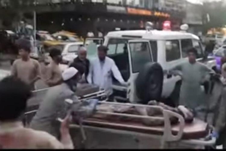 Korban ledakan bom bunuh diri di Kabul pada Kamis (26/8/2021). [SS/YOUTUBE/BBC]