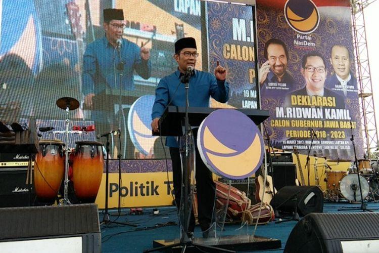Wali Kota Bandung Ridwan Kamil saat memberi sambutan dalam acara deklarasi dukungan Partai Nasdem Ridwan Kamil for Jabar 1 di Lapangan Tegalega Bandung, Minggu (19/3/2017)
