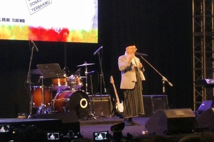 Cawapres Maruf Amin memberi sambutan dalam Konser Amal, Nasyid, dan Sholawat di Istora Senayan