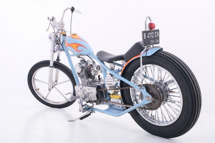 Motor custom Kawasaki KZ200 Binter Merzy bergaya chopper garapan Omen Garage