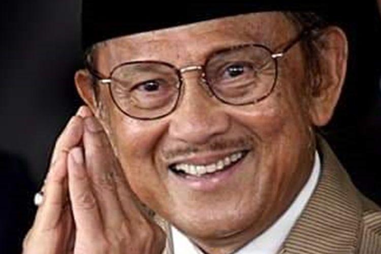 Presiden ketiga RI, Bacharuddin Jusuf Habibie meninggal dunia. Pria kelahiran Parepare, Sulawesi Selatan, 25 Juni 1936 itu meninggal akibat penyakit yang dideritanya di RSPAD Gatot Soebroto Jakarta.