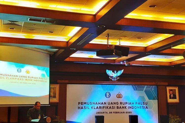 Direktur Departemen Pengelolaan Uang Bank Indonesia Yudi Harymukti dalam sambutannya sebelum memusnahkan 50.087 lembar uang palsu di Jakarta, Rabu (26/2/2020).
