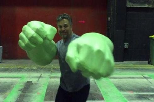 Tinju Hulk Menyapa dari Lokasi