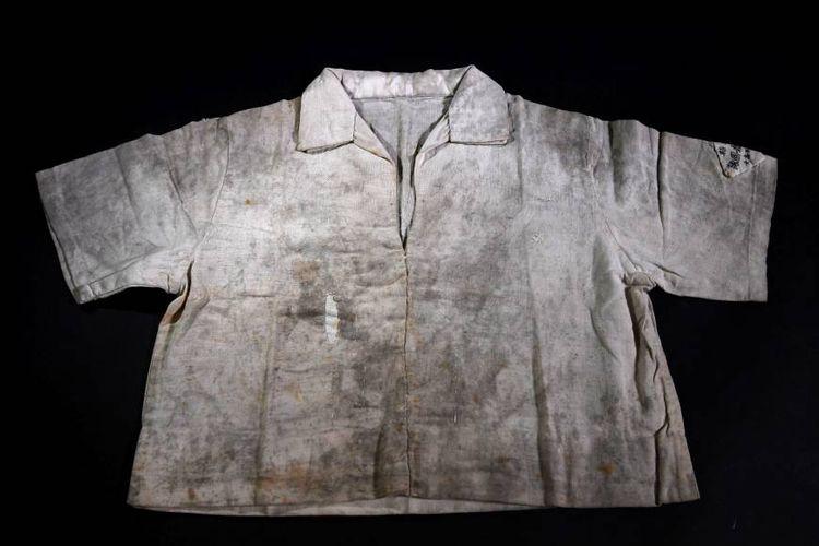 Kemeja Toyoko Kubato yang masih menyisakan sisa radiasi bom atom Hiroshima 1945