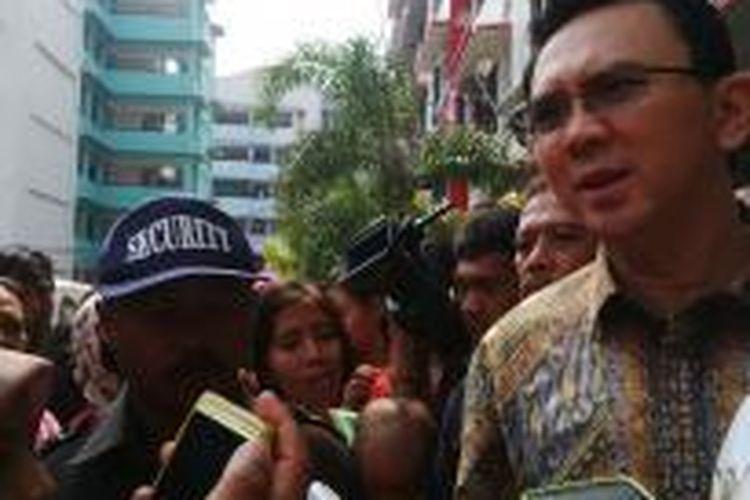 Wakil Gubernur DKI Jakarta Basuki Tjahaja Purnama saat mengunjungi cluster B, Rusunawa Marunda, Jakarta Utara, Jumat (4/9/2014).