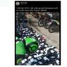 Foto Viral Driver Gojek Sedang Cari Pesanan di Tumpukan Paket, Ini Penjelasannya...