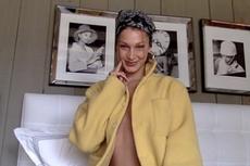 Isolasi Diri, Bela Hadid Berpose Cantik Pakai Mantel Tanpa Underwear