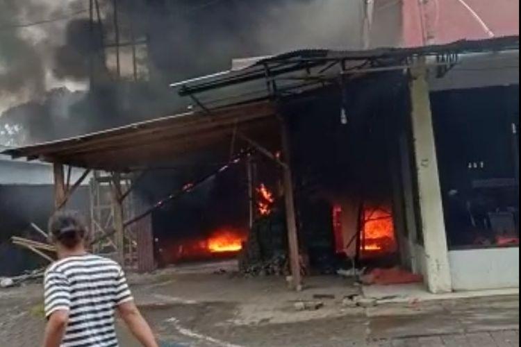 Pom mini yang meledak dan terbakar di Probolinggo merenggut korban jiwa.