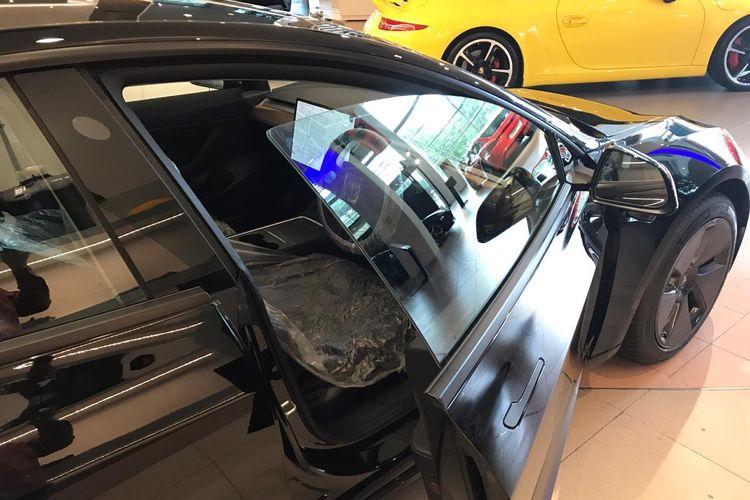 Tesla Model 3 Facelift mengusung kaca dua lapis pada jendela baris pertama.