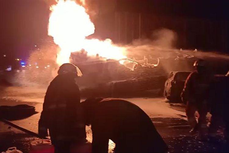 Pemadaman Truk Pertamina yang Terbakar di Tol Wiyoto Wiyono Dan Menewaskan 3 Orang Sudah Selesai, Minggu (21/7/2019).
