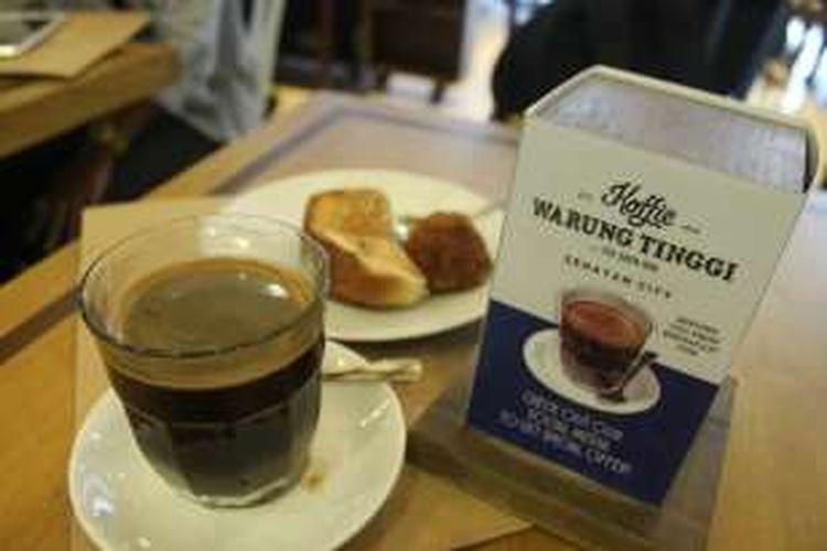 Sarapan dengan kopi tubruk di Koffie Warung Tinggi,  Jakarta