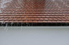 Jangan Panik, Ini 5 Hal yang Harus Dilakukan Bila Atap Rumah Bocor