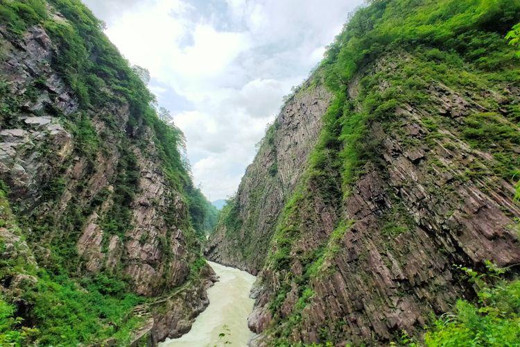 Pemandangan salah satu ngarai di kawasan Echigo-Tsumari, Jepang