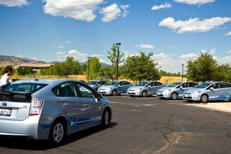 Prius Plug In masih jadi andalan Toyota untuk mengurangi emisi gas buang.