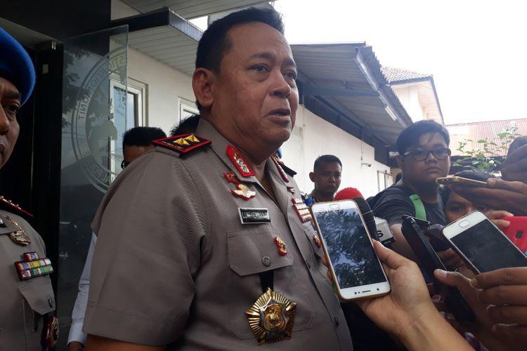 Kapolda Jatim Irjen Luki Hermawan usai meninjau pemeriksaan artis VA di gedung Ditreskrimsus Polda Jatim, Senin (14/1/2019)