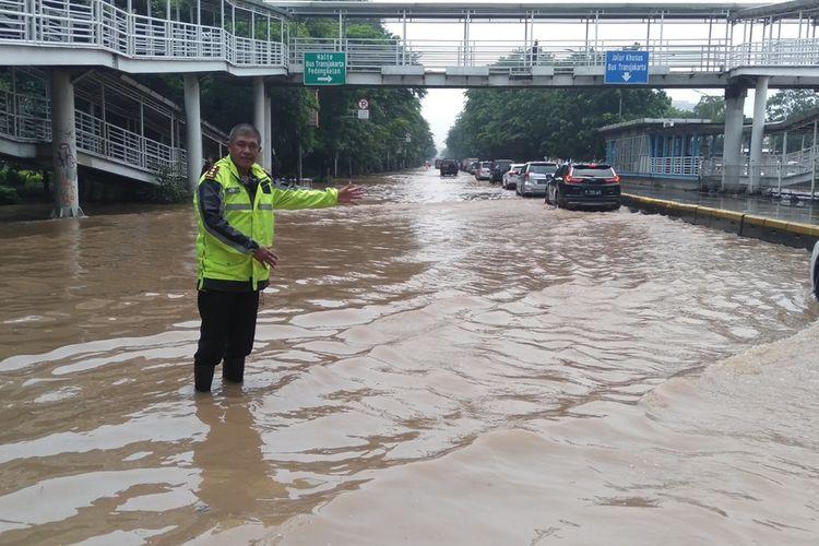 Jalan Perintis Kemerdekaan, Jakarta Utara direndam banjir, Sabtu (8/2/2020)